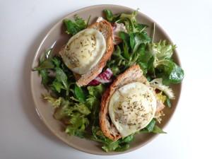 Salade de chèvre chaud au miel